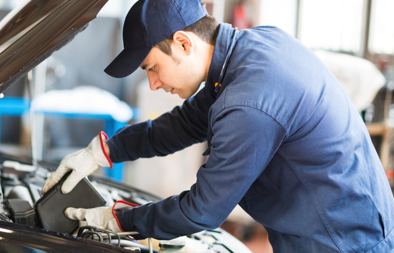Qualified Technicians Image Air Con service